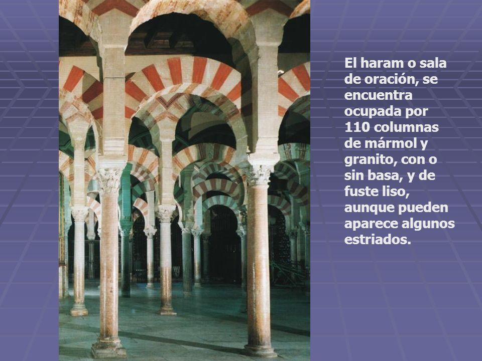 El haram o sala de oración, se encuentra ocupada por 110 columnas de mármol y granito, con o sin basa, y de fuste liso, aunque pueden aparece algunos estriados.