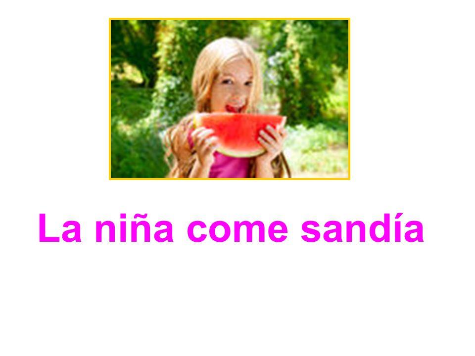 La niña come sandía