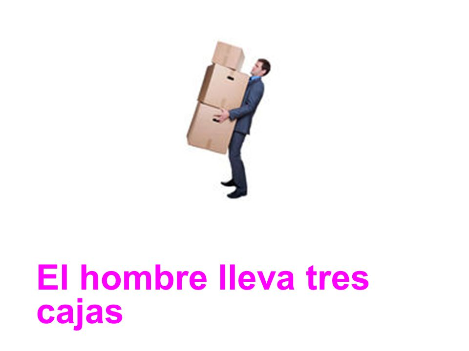 El hombre lleva tres cajas