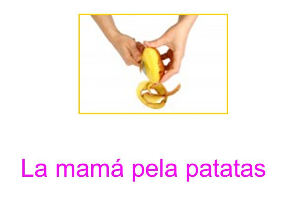 La mamá pela patatas