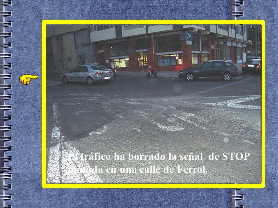 El tráfico ha borrado la señal de STOP pintada en una calle de Ferrol.