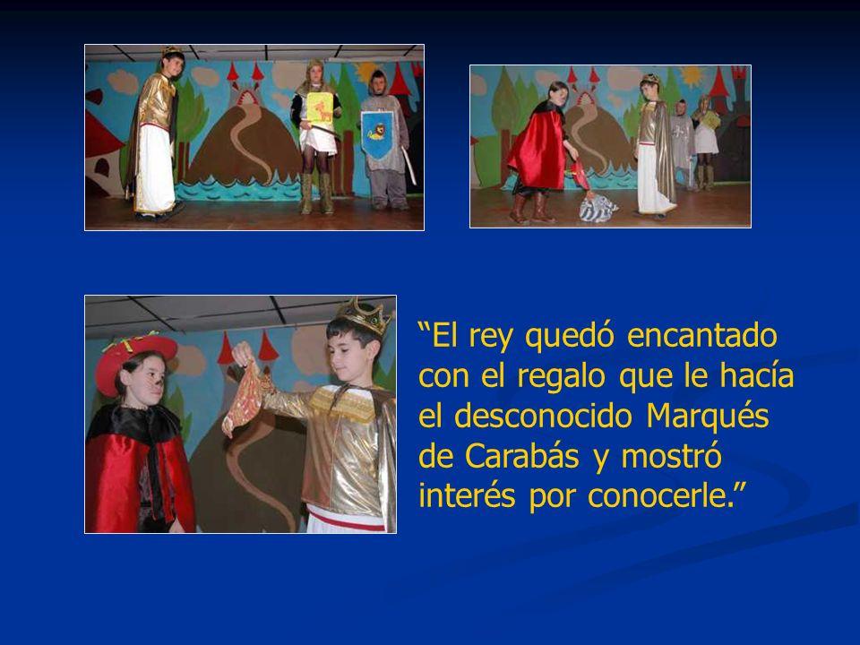 El rey quedó encantado con el regalo que le hacía el desconocido Marqués de Carabás y mostró interés por conocerle.