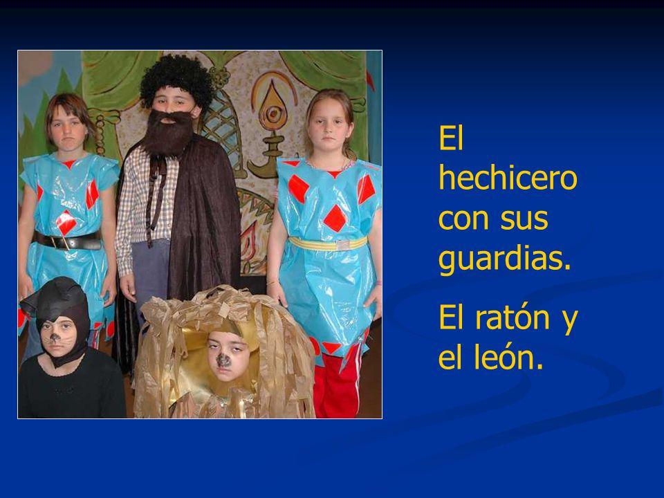 El hechicero con sus guardias.