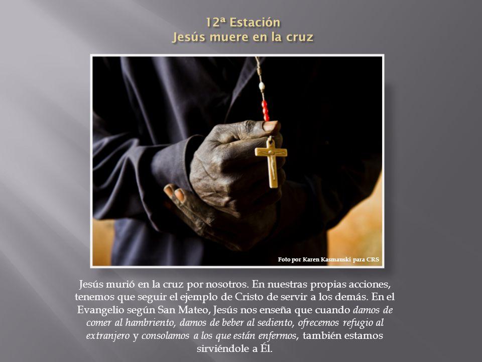12ª Estación Jesús muere en la cruz