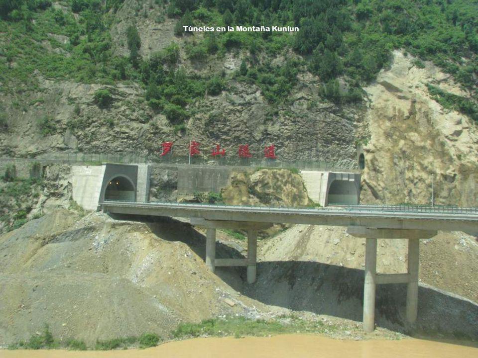 Túneles en la Montaña Kunlun