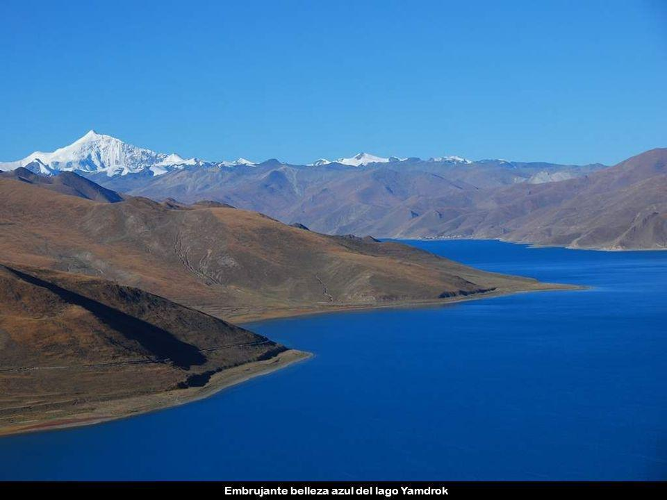 Embrujante belleza azul del lago Yamdrok