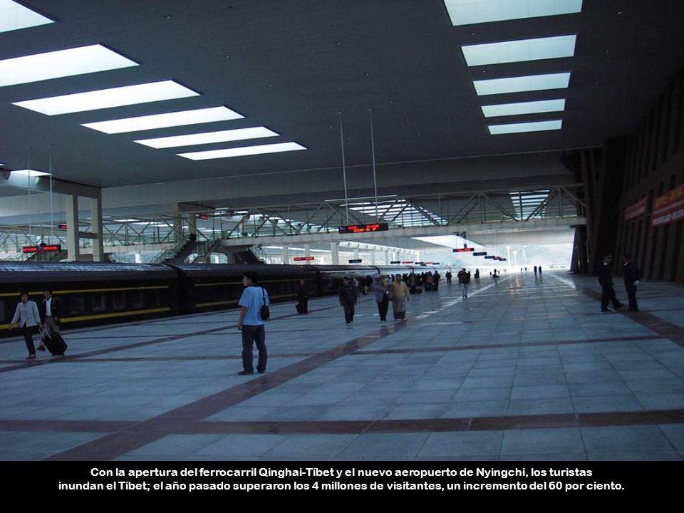 Con la apertura del ferrocarril Qinghai-Tíbet y el nuevo aeropuerto de Nyingchi, los turistas