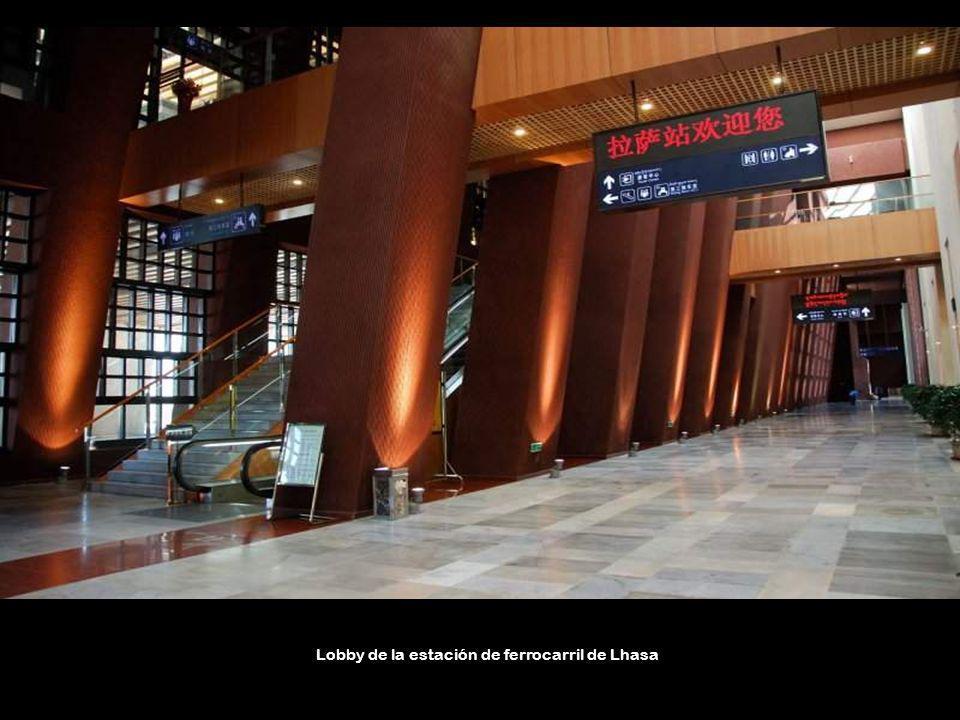 Lobby de la estación de ferrocarril de Lhasa