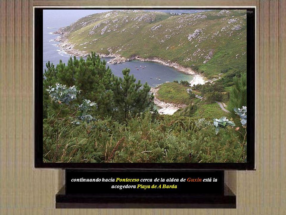 continuando hacia Ponteceso cerca de la aldea de Guxin está la acogedora Playa de A Barda