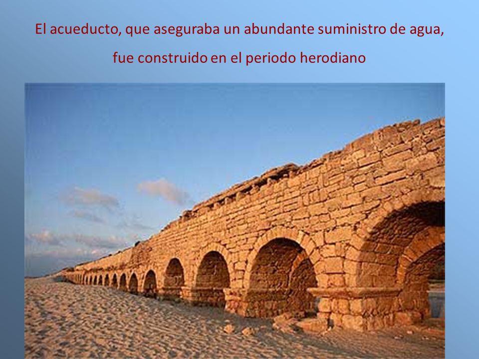 El acueducto, que aseguraba un abundante suministro de agua, fue construido en el periodo herodiano