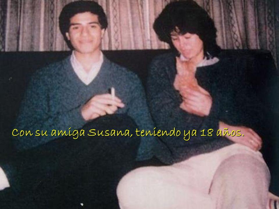 foto foto foto Con su amiga Susana, teniendo ya 18 años.