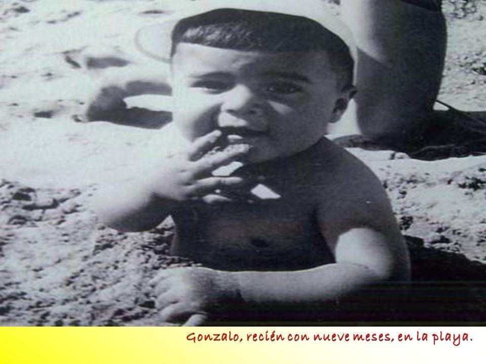 foto Gonzalo, recién con nueve meses, en la playa.