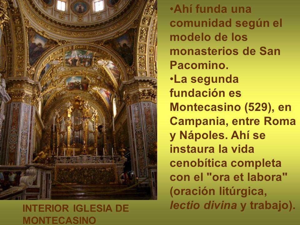 Ahí funda una comunidad según el modelo de los monasterios de San Pacomino.