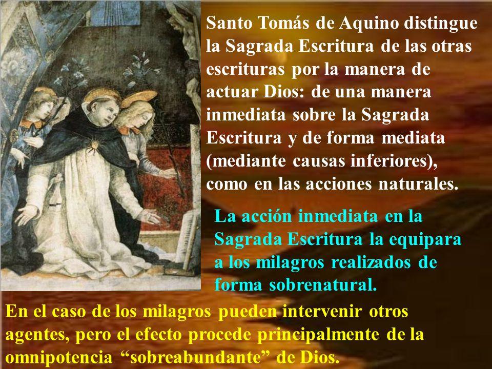 Santo Tomás de Aquino distingue la Sagrada Escritura de las otras escrituras por la manera de actuar Dios: de una manera inmediata sobre la Sagrada Escritura y de forma mediata (mediante causas inferiores), como en las acciones naturales.