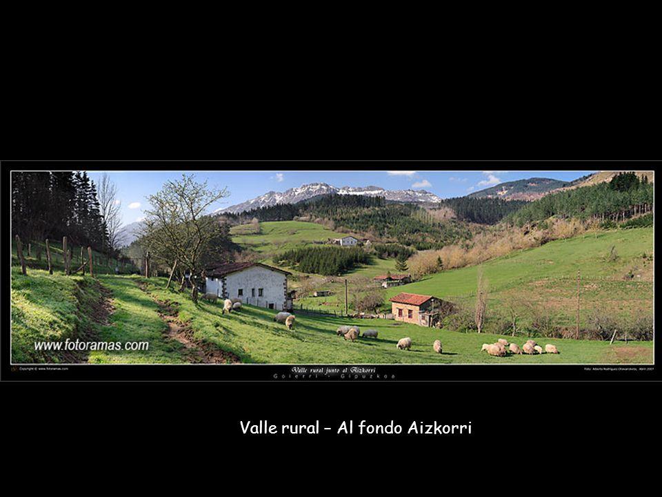 Valle rural – Al fondo Aizkorri