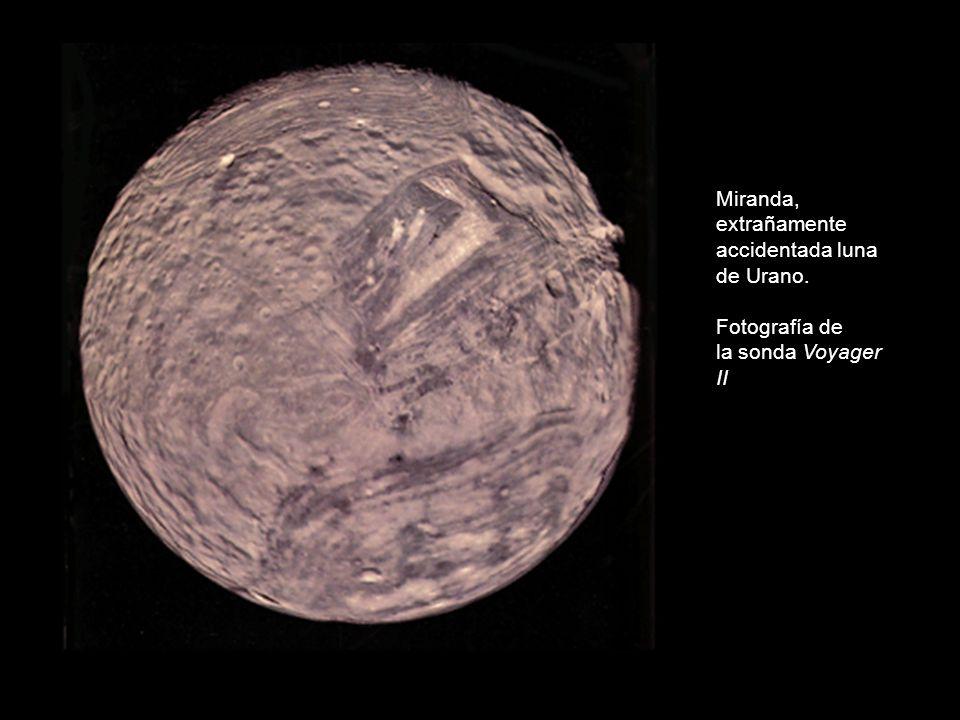 Miranda, extrañamente accidentada luna de Urano.