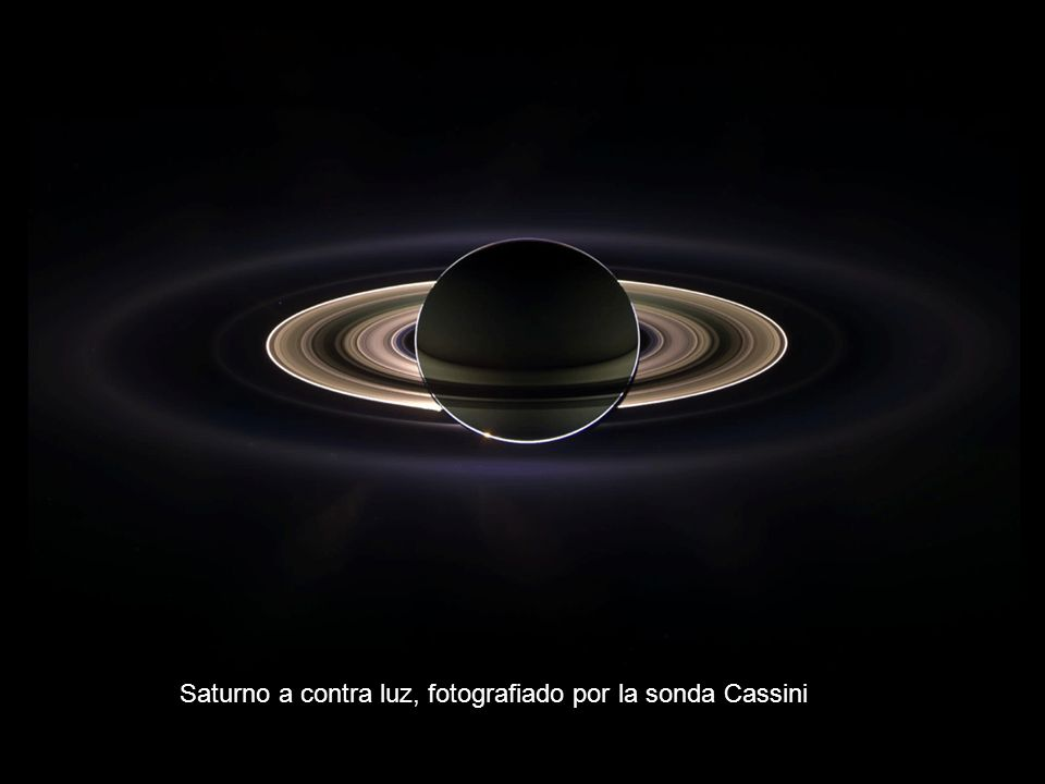 Saturno a contra luz, fotografiado por la sonda Cassini