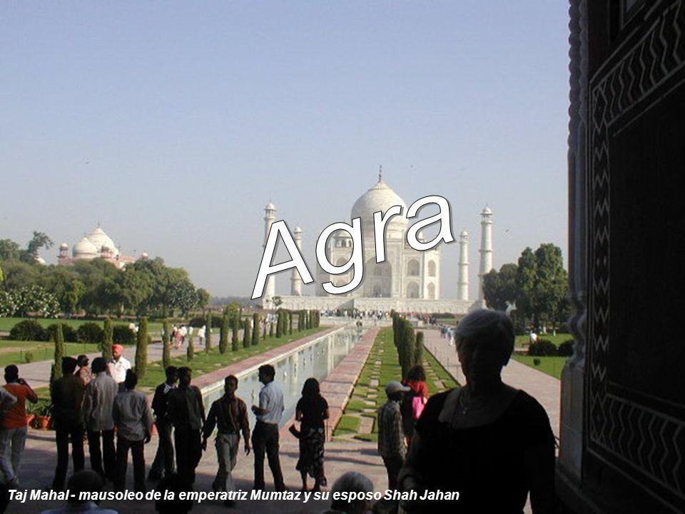 Agra Taj Mahal - mausoleo de la emperatriz Mumtaz y su esposo Shah Jahan