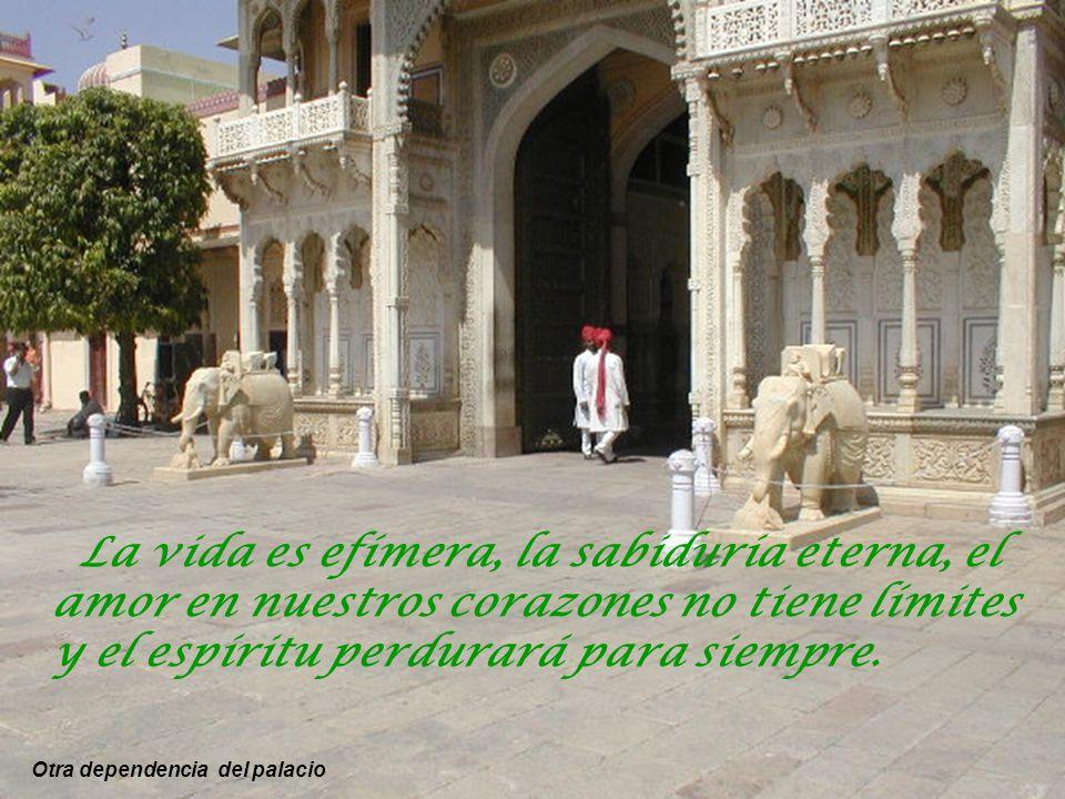 La vida es efímera, la sabiduría eterna, el amor en nuestros corazones no tiene límites y el espíritu perdurará para siempre.