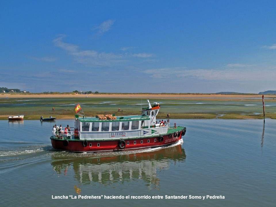 Lancha La Pedreñera haciendo el recorrido entre Santander Somo y Pedreña