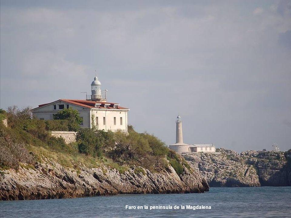 Faro en la península de la Magdalena