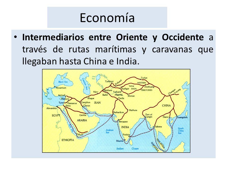 Economía Intermediarios entre Oriente y Occidente a través de rutas marítimas y caravanas que llegaban hasta China e India.