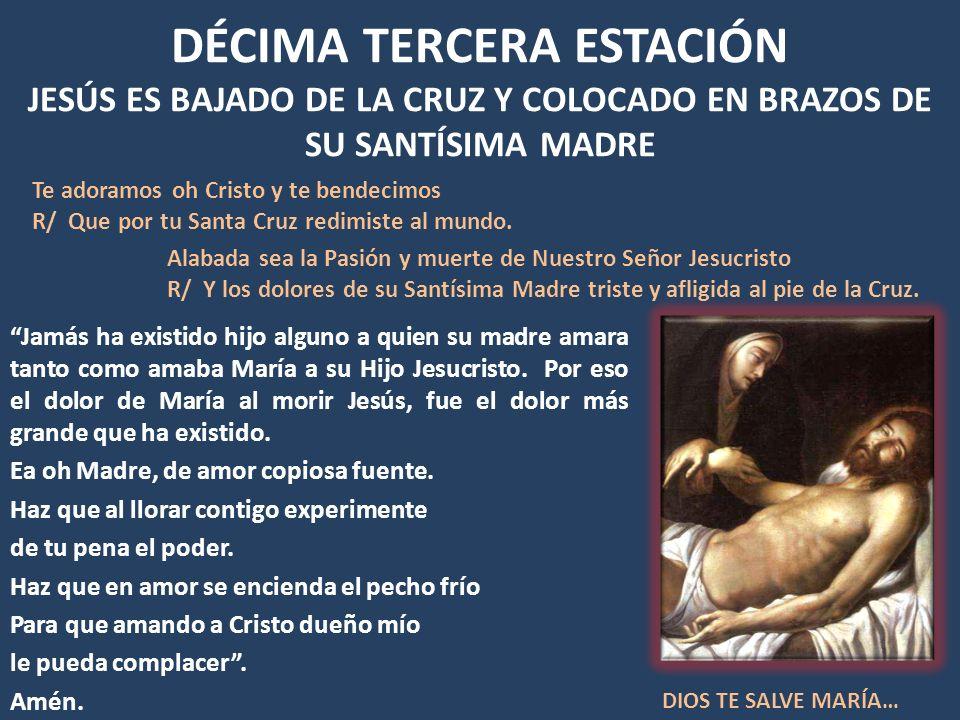 DÉCIMA TERCERA ESTACIÓN JESÚS ES BAJADO DE LA CRUZ Y COLOCADO EN BRAZOS DE SU SANTÍSIMA MADRE