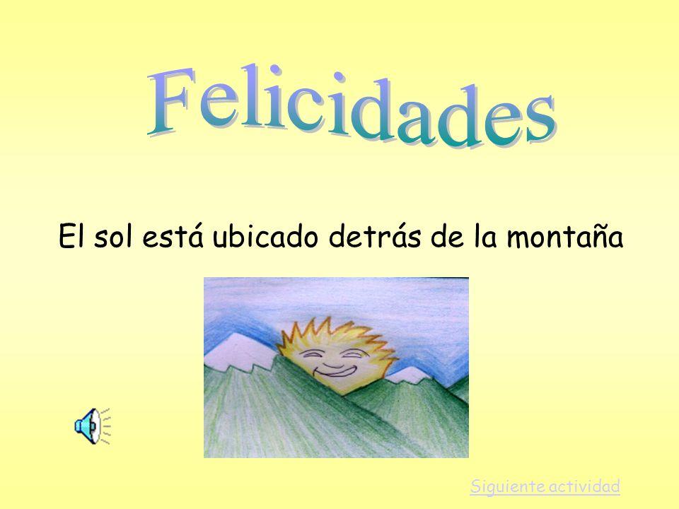 Felicidades El sol está ubicado detrás de la montaña