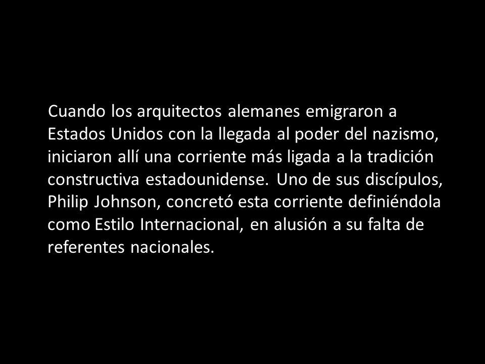 Cuando los arquitectos alemanes emigraron a Estados Unidos con la llegada al poder del nazismo, iniciaron allí una corriente más ligada a la tradición constructiva estadounidense. Uno de sus discípulos, Philip Johnson, concretó esta corriente definiéndola como Estilo Internacional, en alusión a su falta de referentes nacionales.