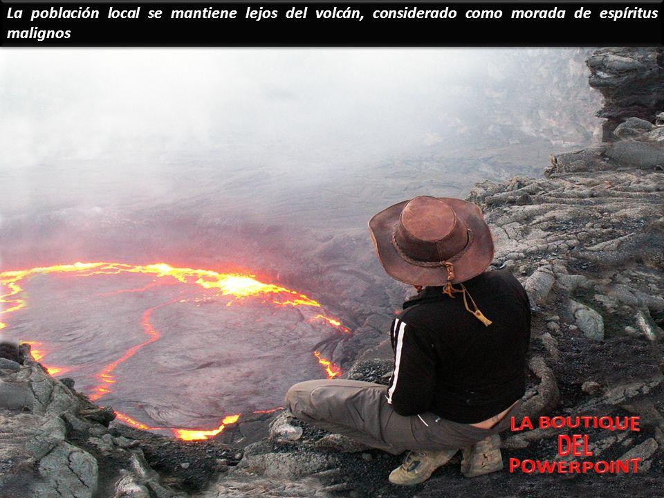 La población local se mantiene lejos del volcán, considerado como morada de espíritus malignos