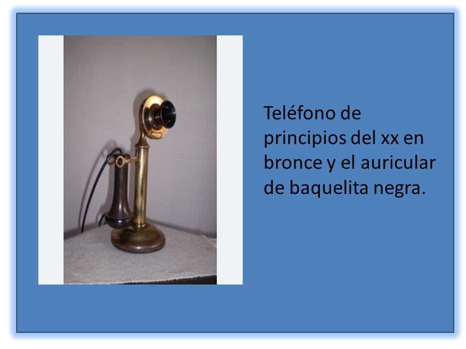 Teléfono de principios del xx en bronce y el auricular de baquelita negra.