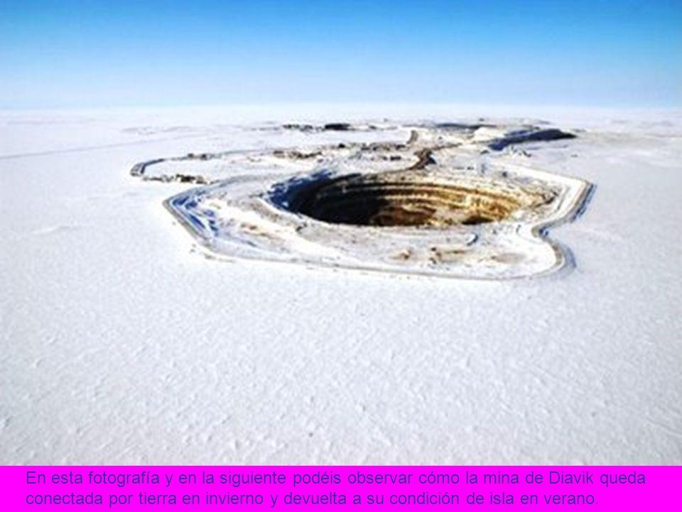 En esta fotografía y en la siguiente podéis observar cómo la mina de Diavik queda conectada por tierra en invierno y devuelta a su condición de isla en verano.