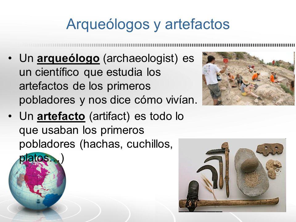 Arqueólogos y artefactos