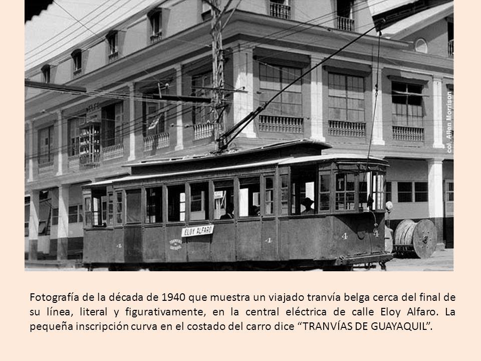 Fotografía de la década de 1940 que muestra un viajado tranvía belga cerca del final de su línea, literal y figurativamente, en la central eléctrica de calle Eloy Alfaro.