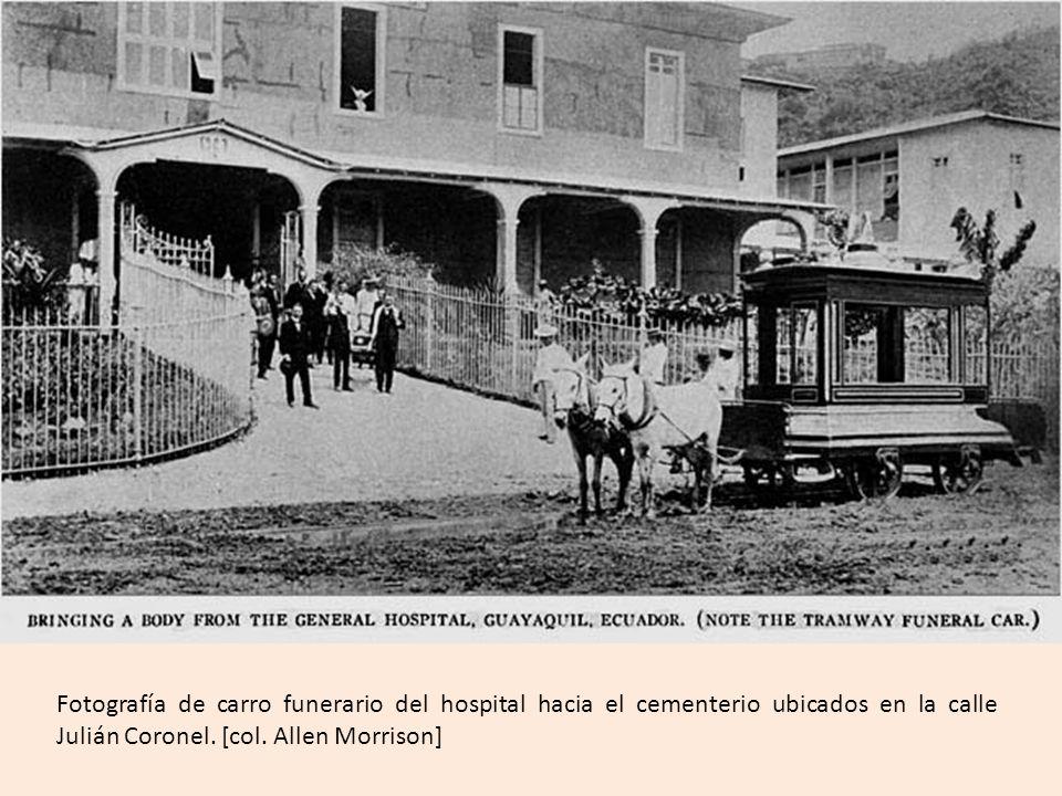 Fotografía de carro funerario del hospital hacia el cementerio ubicados en la calle Julián Coronel.