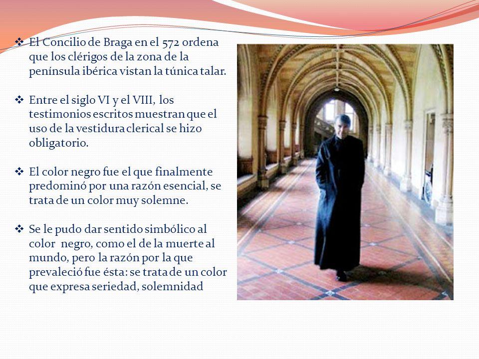 El Concilio de Braga en el 572 ordena que los clérigos de la zona de la península ibérica vistan la túnica talar.
