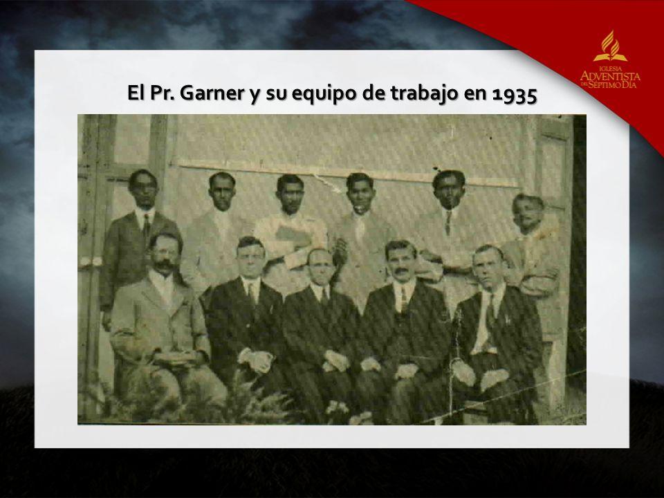 El Pr. Garner y su equipo de trabajo en 1935