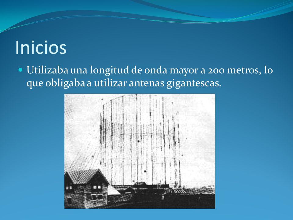 Inicios Utilizaba una longitud de onda mayor a 200 metros, lo que obligaba a utilizar antenas gigantescas.