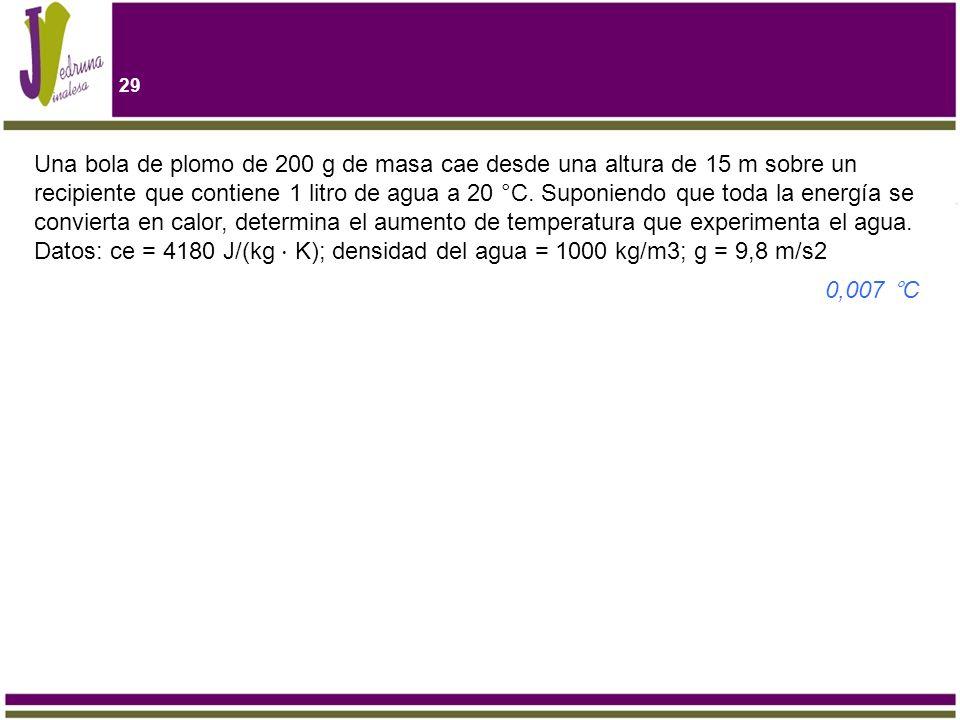 Una bola de plomo de 200 g de masa cae desde una altura de 15 m sobre un recipiente que contiene 1 litro de agua a 20 °C. Suponiendo que toda la energía se convierta en calor, determina el aumento de temperatura que experimenta el agua. Datos: ce = 4180 J/(kg ⋅ K); densidad del agua = 1000 kg/m3; g = 9,8 m/s2
