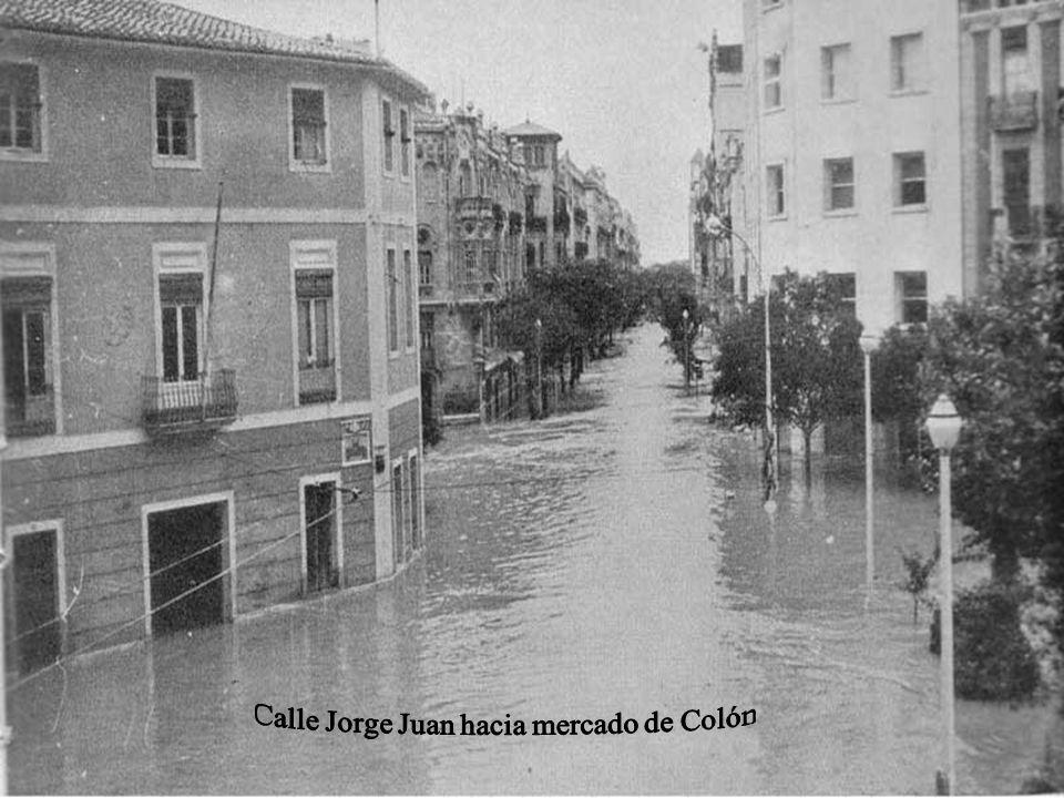 Calle Jorge Juan hacia mercado de Colón