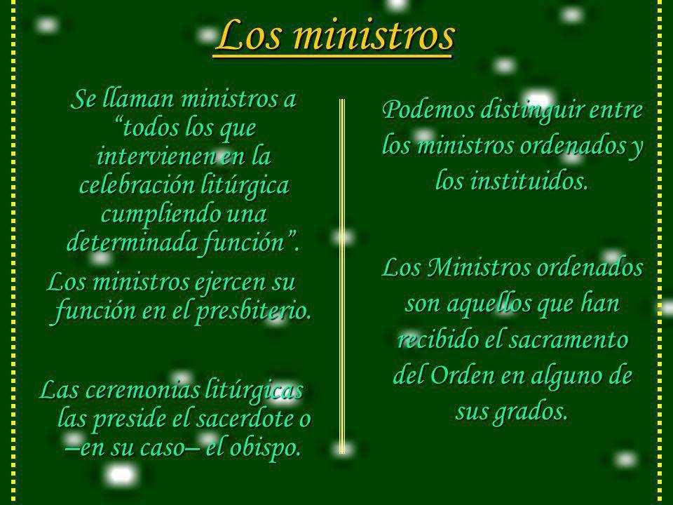 Los ministros Se llaman ministros a todos los que intervienen en la celebración litúrgica cumpliendo una determinada función .