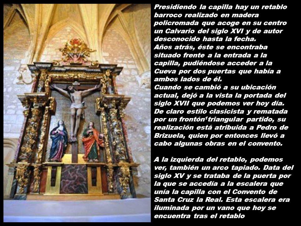 Presidiendo la capilla hay un retablo barroco realizado en madera policromada que acoge en su centro un Calvario del siglo XVI y de autor desconocido hasta la fecha.