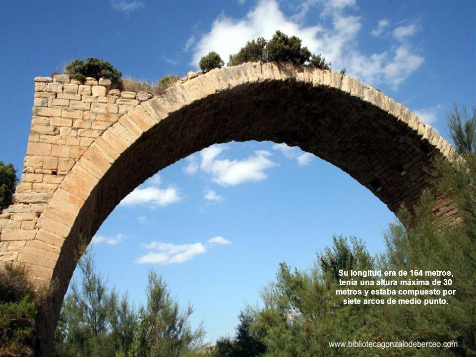 Su longitud era de 164 metros, tenía una altura máxima de 30 metros y estaba compuesto por siete arcos de medio punto.