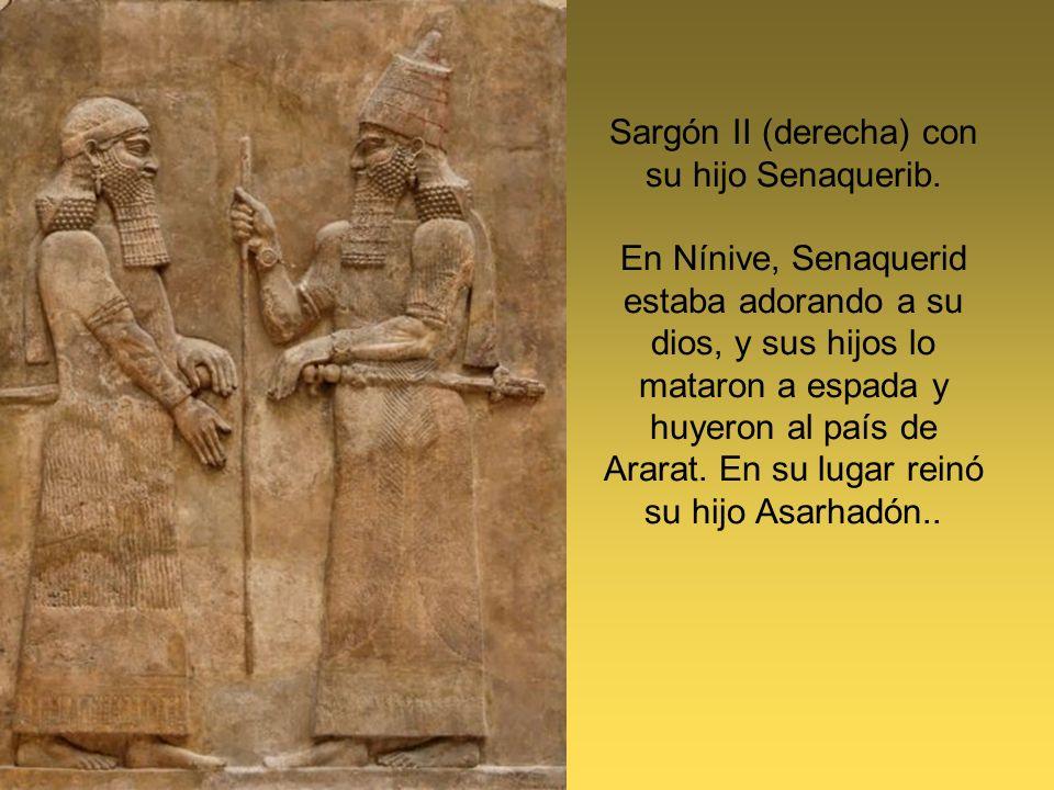 Sargón II (derecha) con su hijo Senaquerib