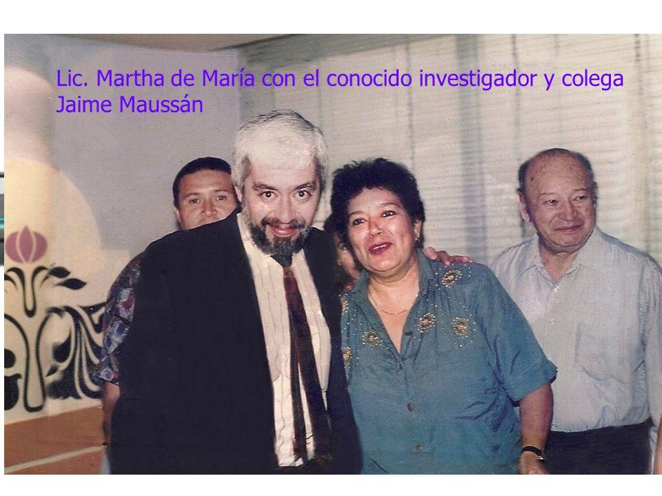 Lic. Martha de María con el conocido investigador y colega Jaime Maussán