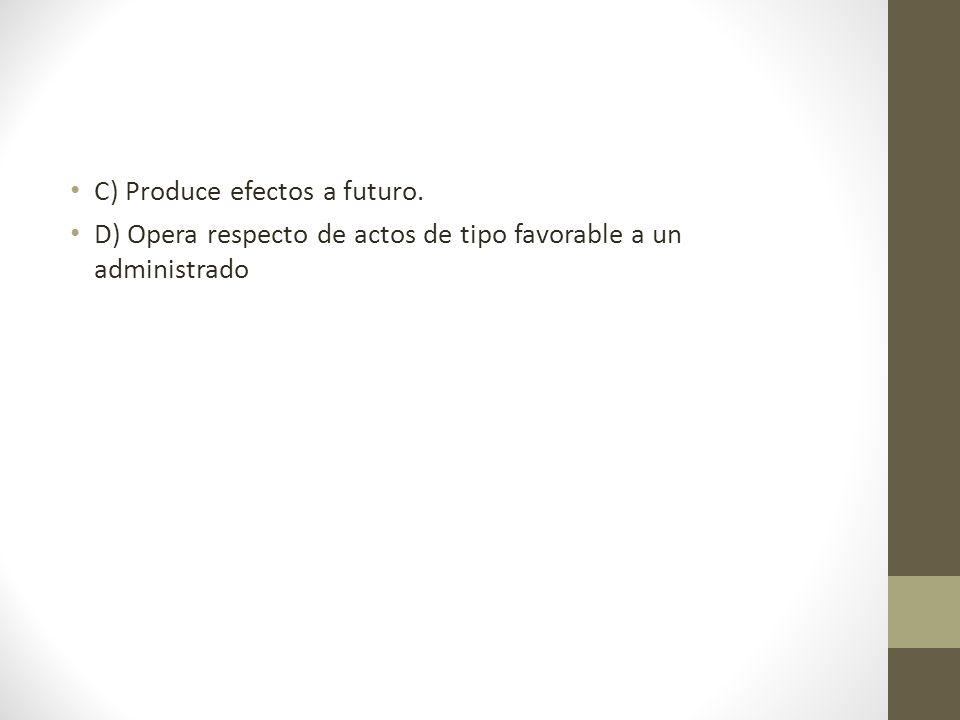C) Produce efectos a futuro.