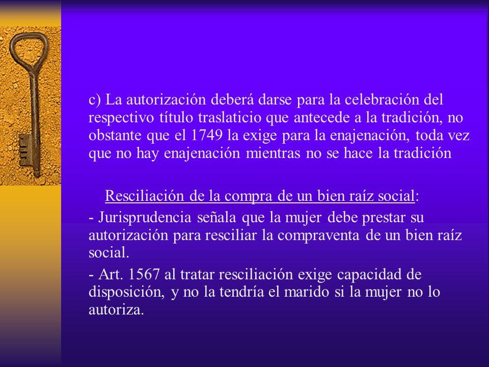 c) La autorización deberá darse para la celebración del respectivo título traslaticio que antecede a la tradición, no obstante que el 1749 la exige para la enajenación, toda vez que no hay enajenación mientras no se hace la tradición