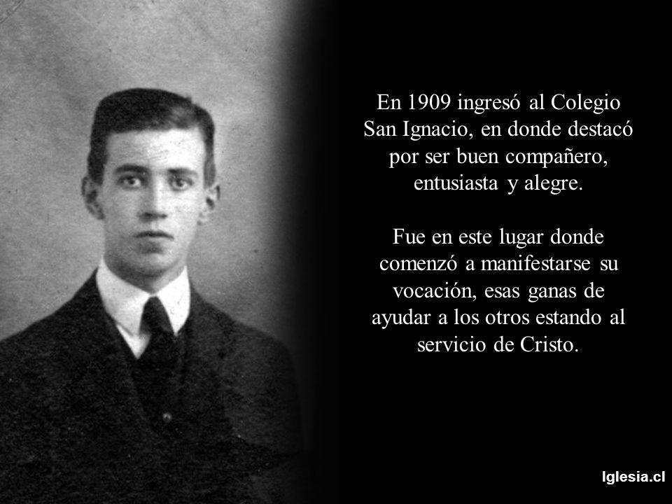 En 1909 ingresó al Colegio San Ignacio, en donde destacó por ser buen compañero, entusiasta y alegre.