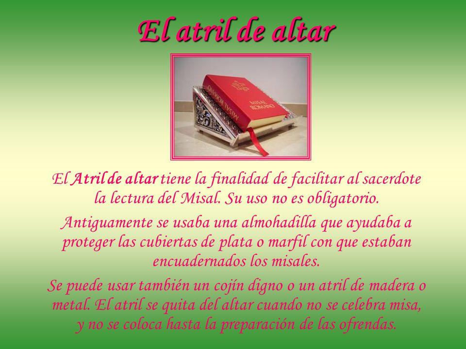 El atril de altar El Atril de altar tiene la finalidad de facilitar al sacerdote la lectura del Misal. Su uso no es obligatorio.