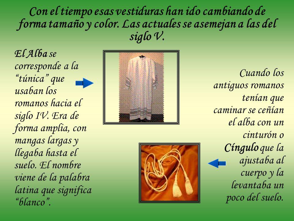 Con el tiempo esas vestiduras han ido cambiando de forma tamaño y color. Las actuales se asemejan a las del siglo V.